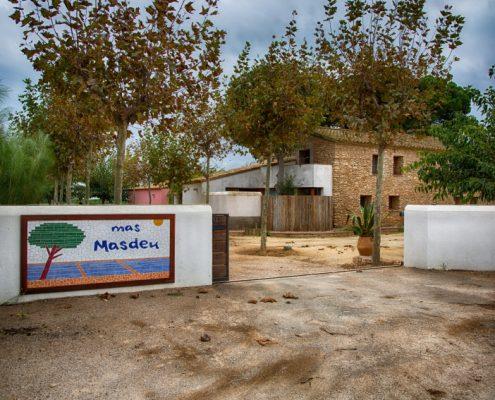 entrada a Mas Masdeu, allotjament rural al delta de l'Ebre
